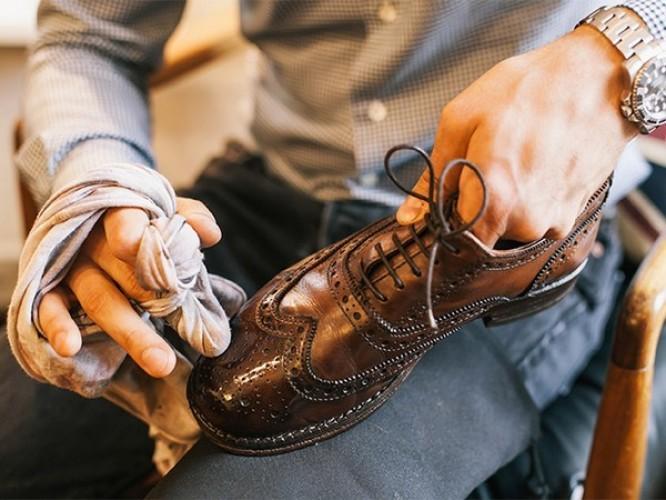 Откуда берется неприятный запах обуви и как его устранить?
